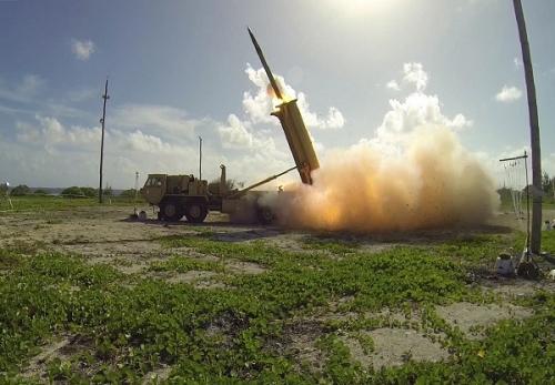 จีนออกมาเรียกร้องให้ระงับการติดตั้งระบบป้องกันขีปนาวุธ(ทาด) ของสหรัฐอเมริกาในดินแดนเกาหลีใต้ที่กำลังเป็นปัญหาขัดแย้งอยู่ในตอนนี้ในทันที ซึ่งมีขึ้นไม่กี่ชั่วโมงหลังจากสหรัฐยืนยันว่าระบบป้องกันขีปนาวุธดังกล่าวที่ติดตั้งในเกาหลีใต้สามารถใช้งานได้แล้ว