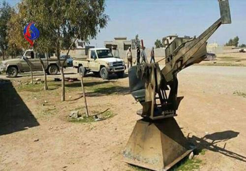 หน่วยกองพลที่ 30 กองกำลังอาสาสมัครประชาชน (อัลฮัชด์ อัชชะอ์บี) ของอิรัก ได้ค้นพบคลังอาวุธและกระสุนของกลุ่มก่อการร้ายไอซิส ในหมู่บ้านอัซซะมากียะฮ์ ทางตะวันออกเฉียงเหนือของเมืองโมซูลและได้ทำการยึดเอาไว้