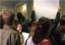 تیم مشاوران ترامپ در محاصره معترضان/عکس