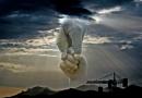 اگر استدلال عقلی، وجود خدا را اثبات می کند، پس چرا همه خدا را قبول ندارند، در حالی که همه عاقل هستند؟