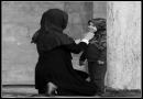 آیا حجاب اجباری سبب نشد ملتی که به زور چادر رو نتوانستند از سرش درآورند، خودش آن را درآورده است؟
